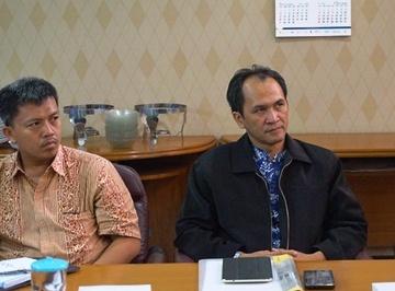 Tim Peneliti Antar Universitas Pringgodo (kanan) dan Direktur TWI Parmuji  - dsc01629 360px - Inilah Kondisi Perwakafan Indonesia Saat Ini