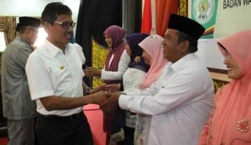 - 18badan wakaf indonesia sumbar - Gubernur Sumbar Hadiri Pelantikan Pengurus Badan Wakaf Indonesia (BWI) Perwakilan Sumbar