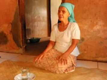 - membentang kebaikan wakafkan rumah untuk majelis taklim - Umi Inah, Tunanetra yang Wakafkan Rumah Pribadi untuk Majelis Taklim