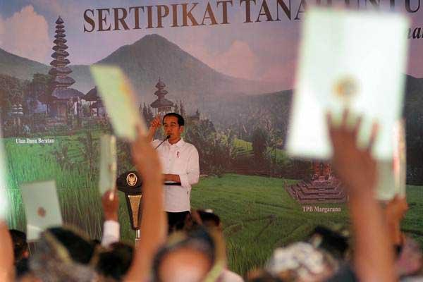 - 201802 jokowi sertipikat wakaf bali - Presiden Serahkan 15 Sertifikat Tanah Wakaf di Bali