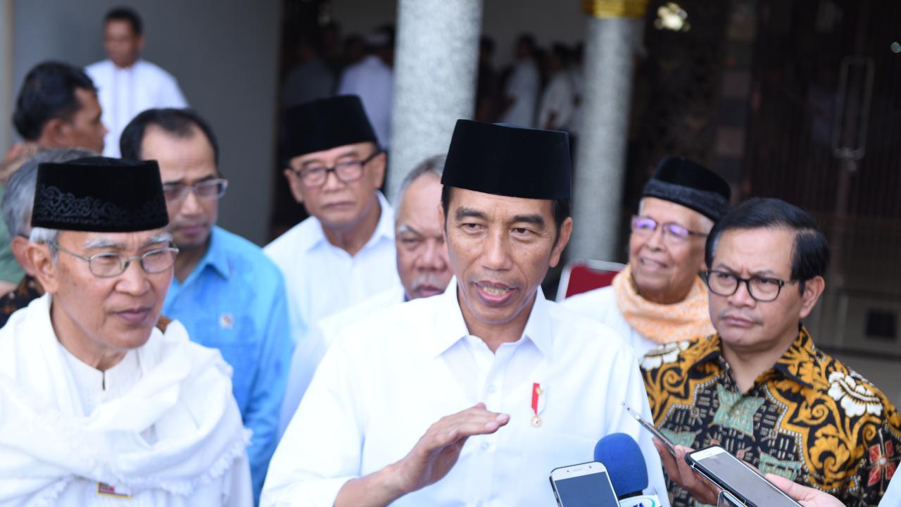 - 201802 jokowi sertipikat wakaf padang - Jokowi Minta Sertipikat Wakaf se-Indonesia Rampung