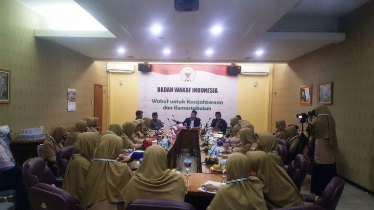 Mahasiswa Universitas Darussalam Putri cabang Ngawi, melakukan kunjungan ke Badan Wakaf Indonesia (BWI), Senin, 02/09/2019.  - Universitas Darussalam Ngawi Lakukan Kunjungan Ilmiah ke BWI 740x416 - Universitas Darussalam Gontor Lakukan Kunjungan Ilmiah ke BWI