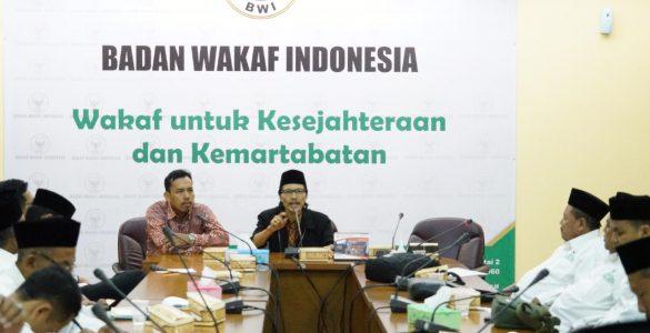 Susono Yusuf (Anggota BWI)  - 20191126 Kunjungan Pewakilan BWI Tulungagung 585x300 - Komitmen Pemerintah Tentukan Cepat atau Lambatnya Kurikulum Masuk Dunia Pendidikan
