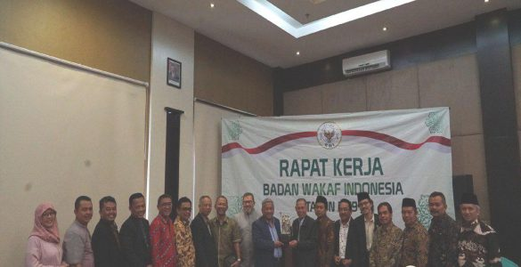 Arahan Raker Badan Wakaf Indonesia 2019  - Arahan Raker Badan Wakaf Indonesia 2019  585x300 - Prof. Muhammad Nuh Berikan Arahan Pada Raker BWI 2019