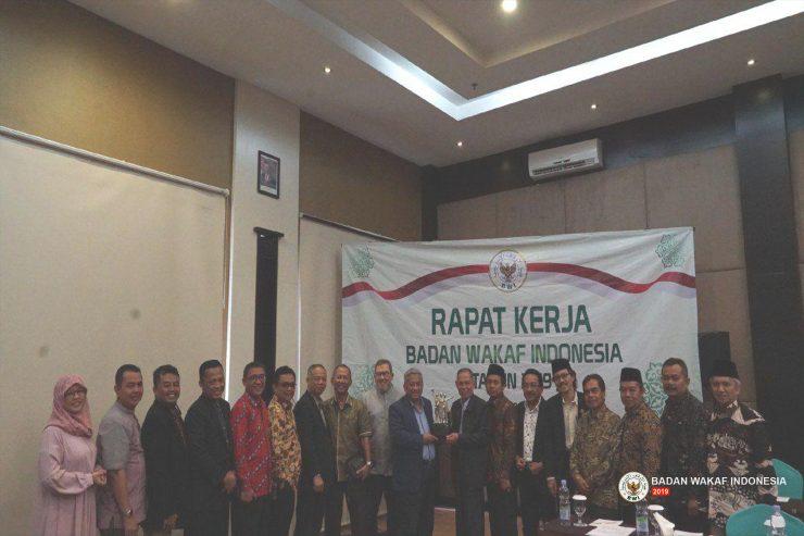 Materi Webinar Pembinaan Penguatan Kelembagaan Perwakilan BWI  - Arahan Raker Badan Wakaf Indonesia 2019  740x493 - Materi Webinar Pembinaan Penguatan Kelembagaan Perwakilan BWI
