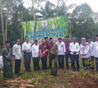 Badan Wakaf Kota Serang Mewakafkan Pohon Durian Kepada Masyarakat Untuk di Produktifkan  - Badan Wakaf Kota Serang Mewakafkan Pohon Durian Kepada Masyarakat Untuk di Produktifkan 335x300 - Badan Wakaf Kota Serang Dorong Pertumbuhan Wakaf Produktif