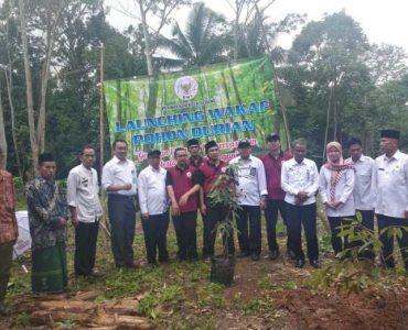 Badan Wakaf Kota Serang Mewakafkan Pohon Durian Kepada Masyarakat Untuk di Produktifkan  - Badan Wakaf Kota Serang Mewakafkan Pohon Durian Kepada Masyarakat Untuk di Produktifkan 370x300 - Badan Wakaf Kota Serang Dorong Pertumbuhan Wakaf Produktif