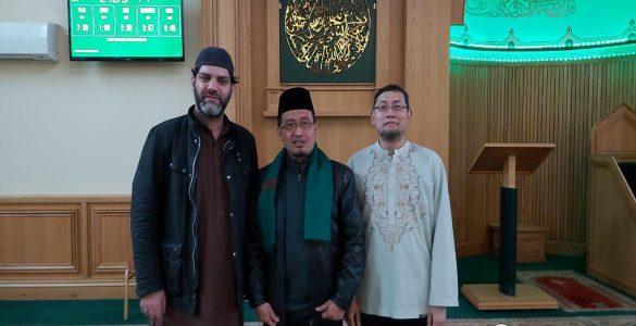 Berwakaf dan Bergaining Kematian  - Wakaf Komunitas Ashton Central Mosque Inggris 585x300 - Berwakaf dan Bergaining Kematian